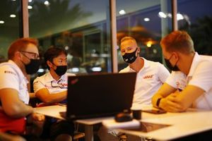 Nikita Mazepin, Haas F1, talks to Mick Schumacher, Haas F1 and Ayao Komatsu, Haas Chief Engineer