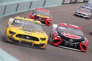 Michael McDowell, Front Row Motorsports, Ford Mustang Love's Travel Stops, Christopher Bell, Joe Gibbs Racing, Toyota Camry Rheem