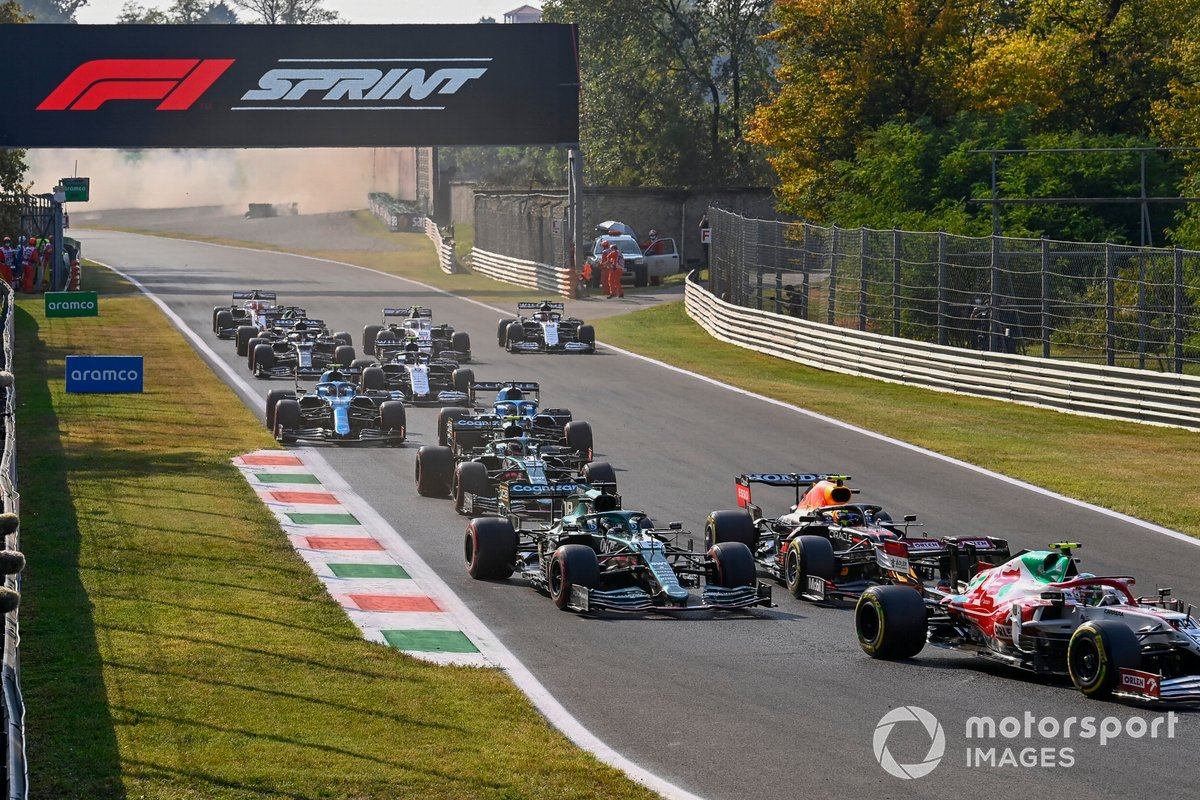 Antonio Giovinazzi, Alfa Romeo Racing C41, Sergio Pérez, Red Bull Racing RB16B, Lance Stroll, Aston Martin AMR21, Sebastian Vettel, Aston Martin AMR21