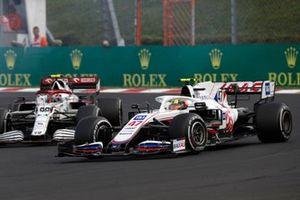 Mick Schumacher, Haas VF-21, Antonio Giovinazzi, Alfa Romeo Racing C41