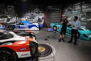 Mike Conway, Toyota Gazoo Racing, à l'exposition Toyota au Musée des 24 Heures