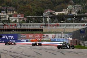 Sebastian Vettel, Aston Martin AMR21, Max Verstappen, Red Bull Racing RB16B, and Charles Leclerc, Ferrari SF21