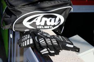 Patricio O'Ward, Arrow McLaren SP Chevrolet, glovers, 9-11