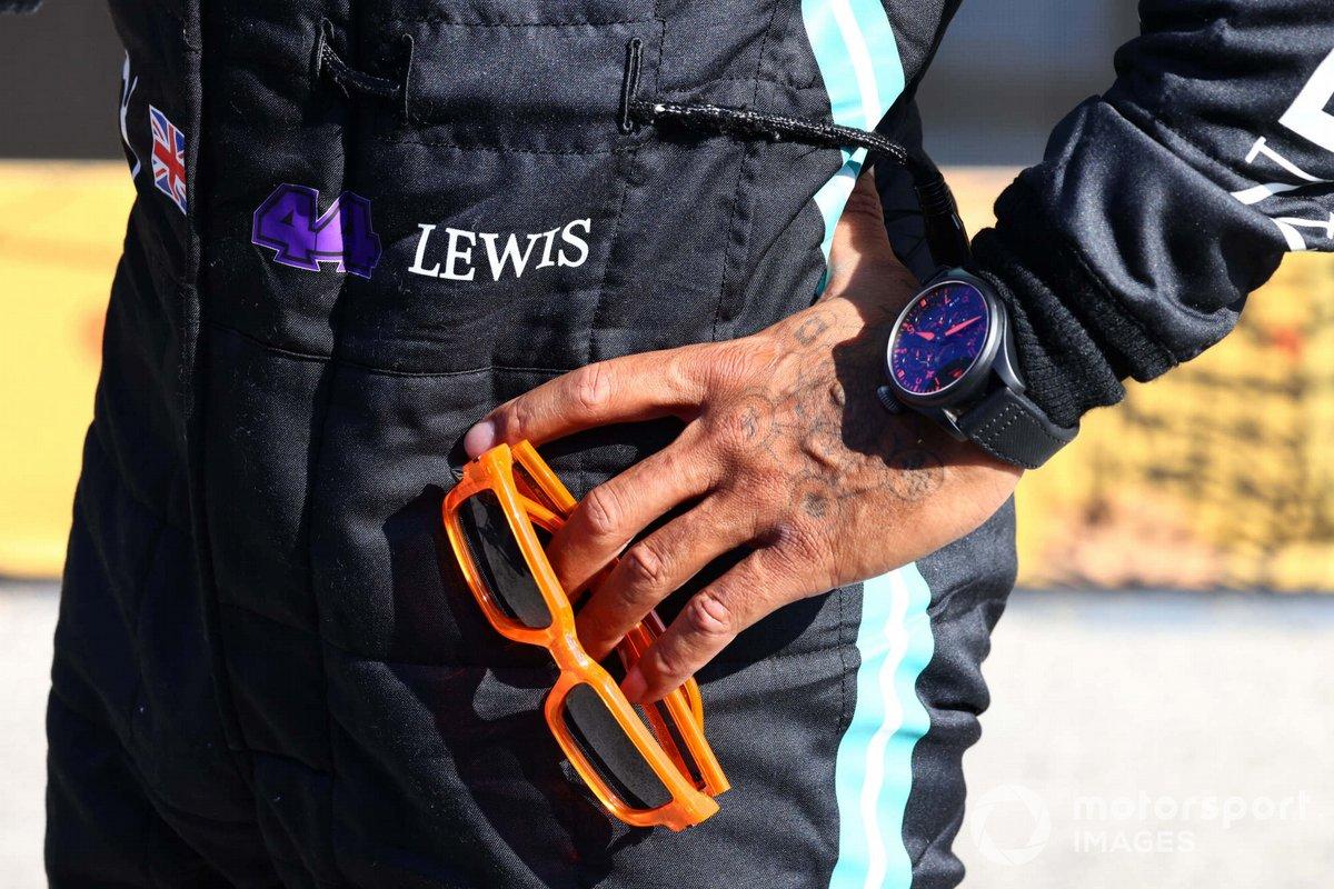Reloj y gafas de Lewis Hamilton, Mercedes