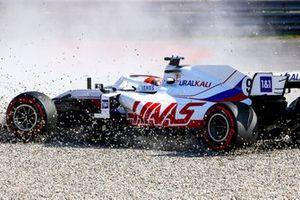 Nikita Mazepin, Haas VF-21, in the gravel