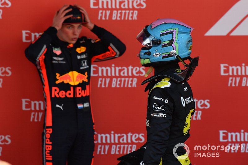 Daniel Ricciardo, Renault, sorpassa Max Verstappen, Red Bull Racing, terza posizione, in Parc Ferme