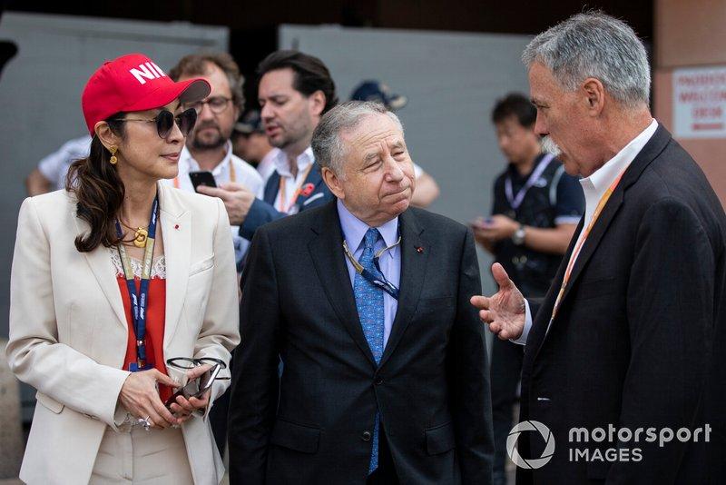 Michelle Yeoh, Jean Todt, Presidente FIA, e Chase Carey, Presidente, Formula 1