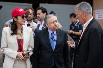 Michelle Yeoh, Jean Todt, President, FIA, en Chase Carey, voorzitter Formula 1