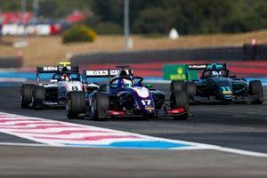 Devlin DeFrancesco, Trident, leads Fabio Scherer, Sauber Junior Team by Charouz and Jake Hughes, HWA RACELAB