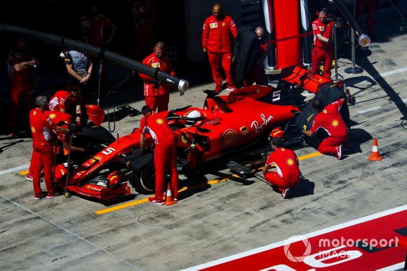 Sebastian Vettel, Ferrari SF90, en pit lane