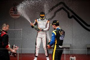 Luca Ghiotto, UNI Virtuosi Racing and Race winner Nyck De Vries, ART Grand Prix celebrate on the podium with the champagne