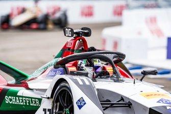 Lucas Di Grassi, Audi Sport ABT Schaeffler, Audi e-tron FE05, celebrates victory
