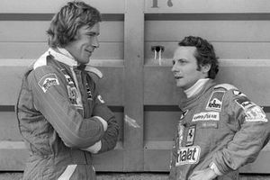 James Hunt, McLaren; Niki Lauda, Ferrari