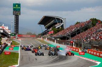 Lewis Hamilton, Mercedes AMG F1 W10 leads Valtteri Bottas, Mercedes AMG W10 as Sebastian Vettel, Ferrari SF90 locks up at start of the race