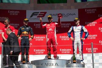 Podium: racewinnaar Jehan Daruvala, PREMA Racing, tweede plaats Juri Vips, Hitech Grand Prix, derde plaats Niko Kari, Trident