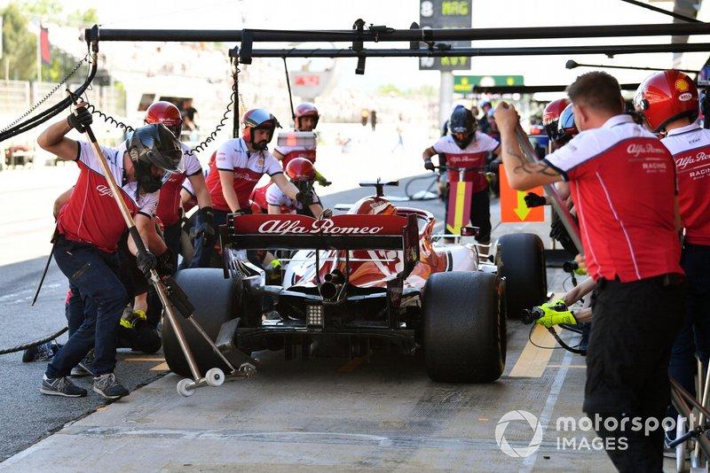 Kimi Raikkonen, Alfa Romeo Racing C38, au stand