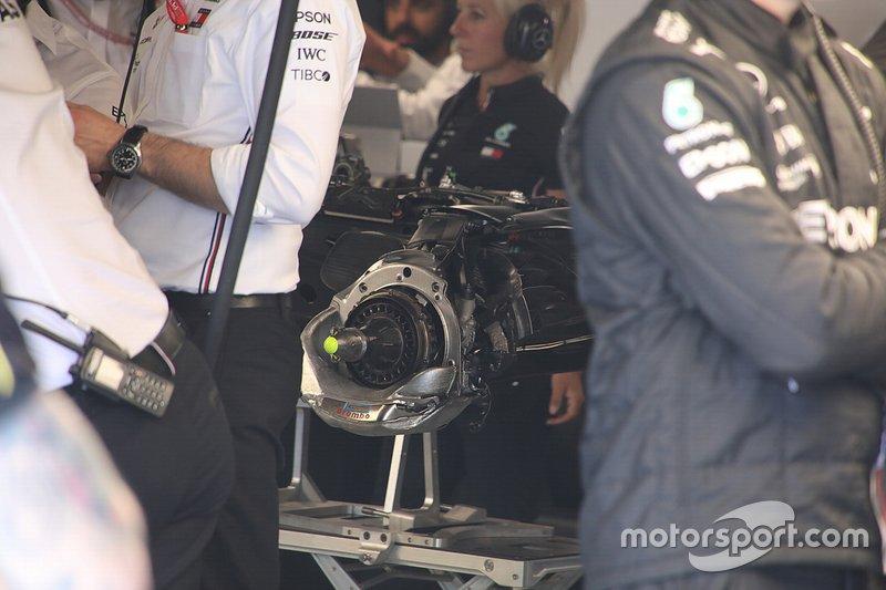 Mercedes W10: Vorderradbremse