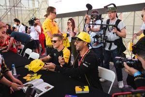 Daniel Ricciardo, Renault and Nico Hulkenberg, Renault F1 Team sign autographs for fans