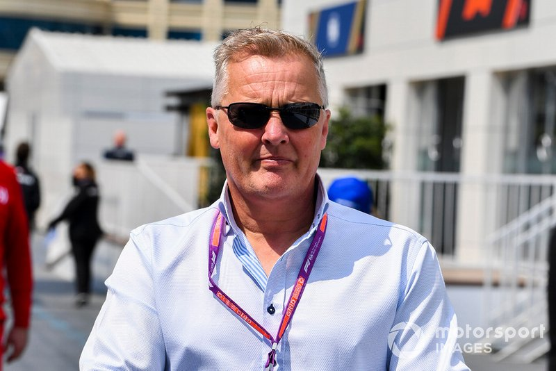 Johnny Herbert, Sky TV su un monopattino nel paddock