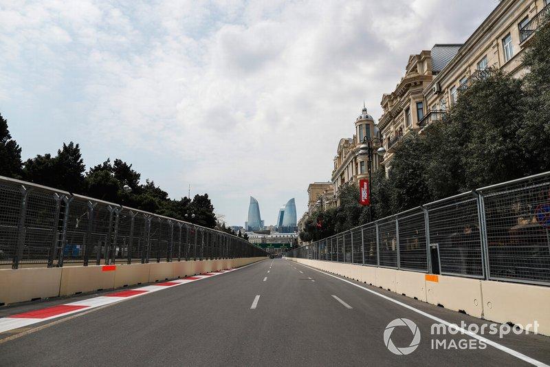 Прямая на трассе в Баку