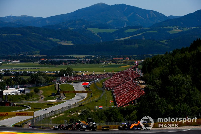 Kevin Magnussen, Haas F1 Team VF-19, Carlos Sainz Jr., McLaren MCL34