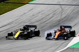 Daniel Ricciardo, Renault F1 Team R.S.19, battles with Carlos Sainz Jr., McLaren MCL34