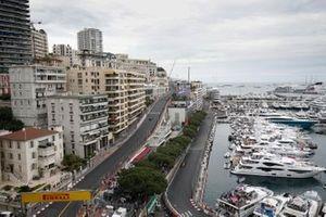 Lewis Hamilton, Mercedes AMG F1 W10, devant Lando Norris, McLaren MCL34