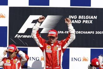 Podyum: Yarış galibi Kimi Raikkonen, Ferrari