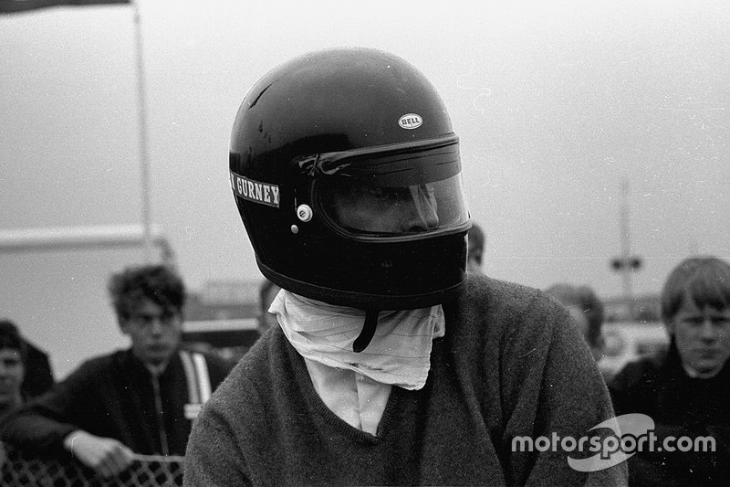 Дэн Герни в закрытом шлеме, 1968 год