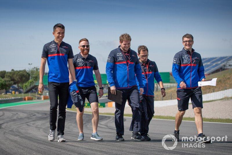 Alexander Albon, Toro Rosso cammina sulla pista