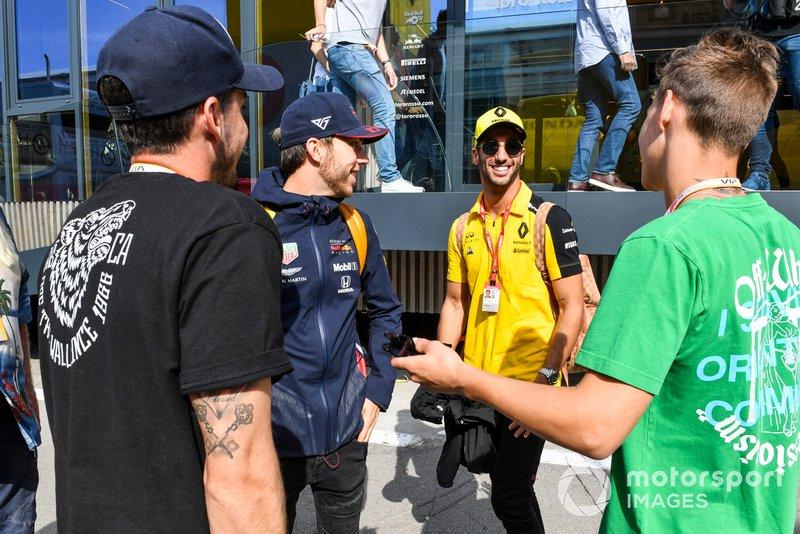 Pierre Gasly, Red Bull Racing, Daniel Ricciardo, Renault and Thomas Maubant