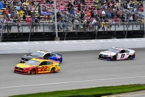 Joey Logano, Team Penske, Ford Mustang Shell Pennzoil, Aric Almirola, Stewart-Haas Racing, Ford Mustang Smithfield / Meijer, and Denny Hamlin, Joe Gibbs Racing, Toyota Camry FedEx Freight on a pace lap