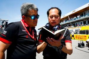 Masashi Yamamoto, Director General de Honda Motorsport, y Toyoharu Tanabe, Director Técnico de F1, Honda