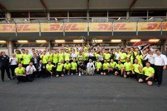 Lewis Hamilton, Mercedes AMG F1, 2nd position, Valtteri Bottas, Mercedes AMG F1, 1st position, and the Mercedes team celebrate