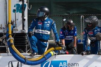 Takuma Sato, Rahal Letterman Lanigan Racing Honda, crewman