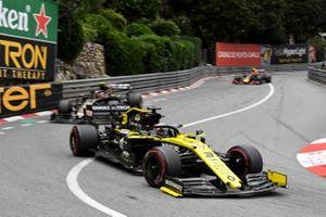 Daniel Ricciardo, Renault R.S.19, leads Kevin Magnussen, Haas F1 Team VF-19