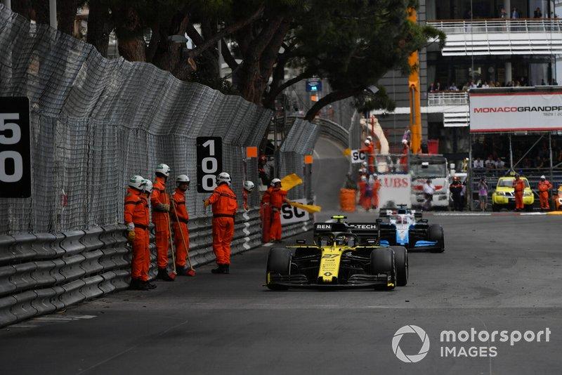 Nico Hulkenberg, Renault R.S. 19, ve George Russell, Williams Racing FW42