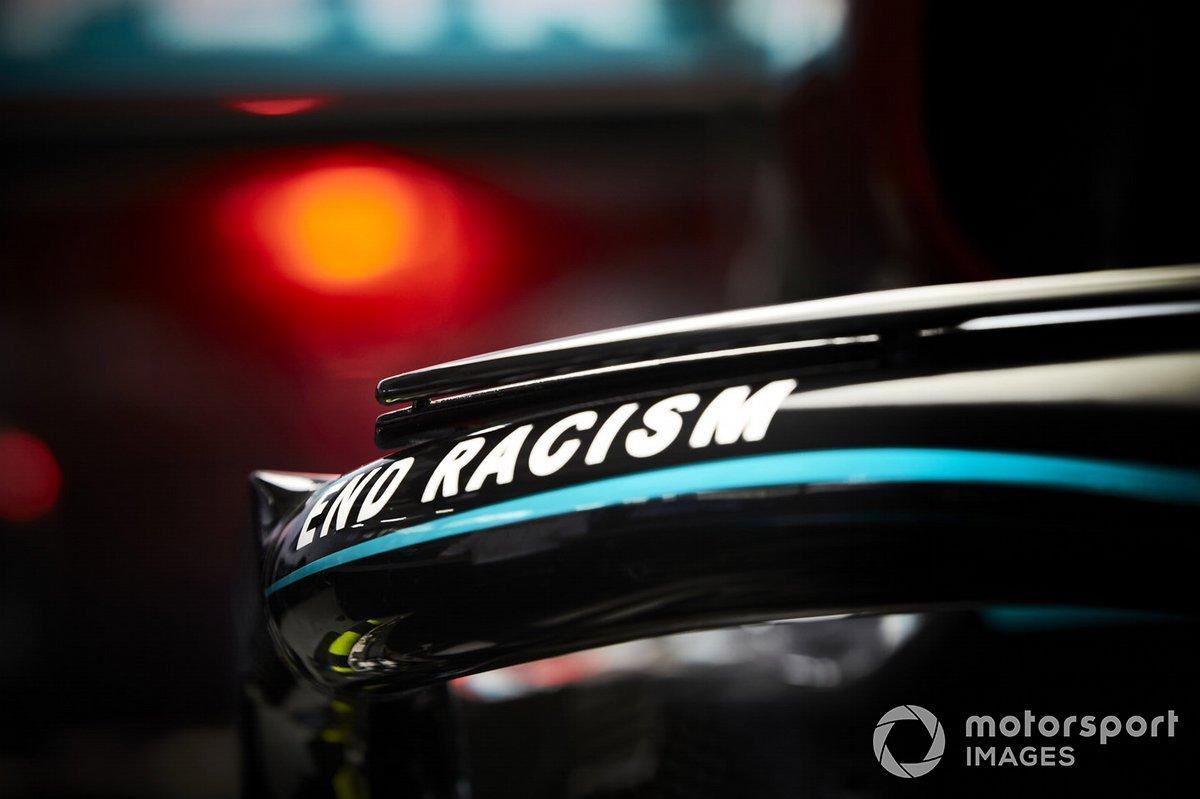 Un mensaje del fin del racismo en el halo del Mercedes F1 W11