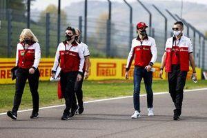 Antonio Giovinazzi, Alfa Romeo, walks the track with team mates