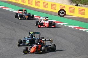 Richard Verschoor, MP Motorsport leads Jake Hughes, HWA Racelab and Oscar Piastri, Prema Racing