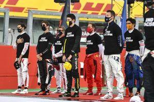 Antonio Giovinazzi, Alfa Romeo, Romain Grosjean, Haas F1, Esteban Ocon, Renault F1, Daniil Kvyat, AlphaTauri, and the other drivers stand on the grid for the national anthem