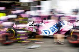 Sergio Perez, Racing Point RP20 ai box
