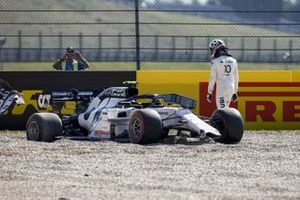 Pierre Gasly, AlphaTauri AT01 retiring from the race