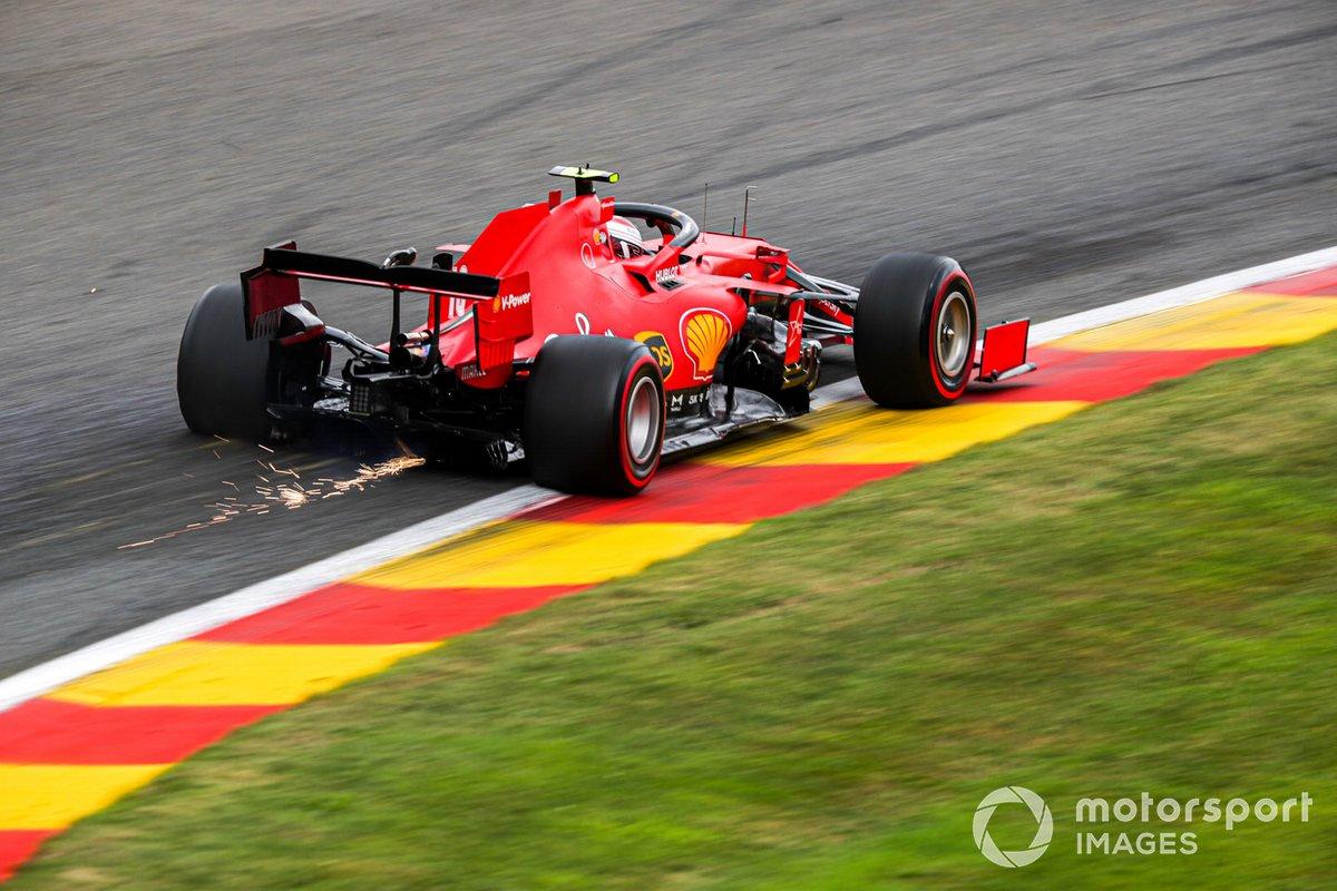 Scintille volano dall'auto di Charles Leclerc, Ferrari SF1000