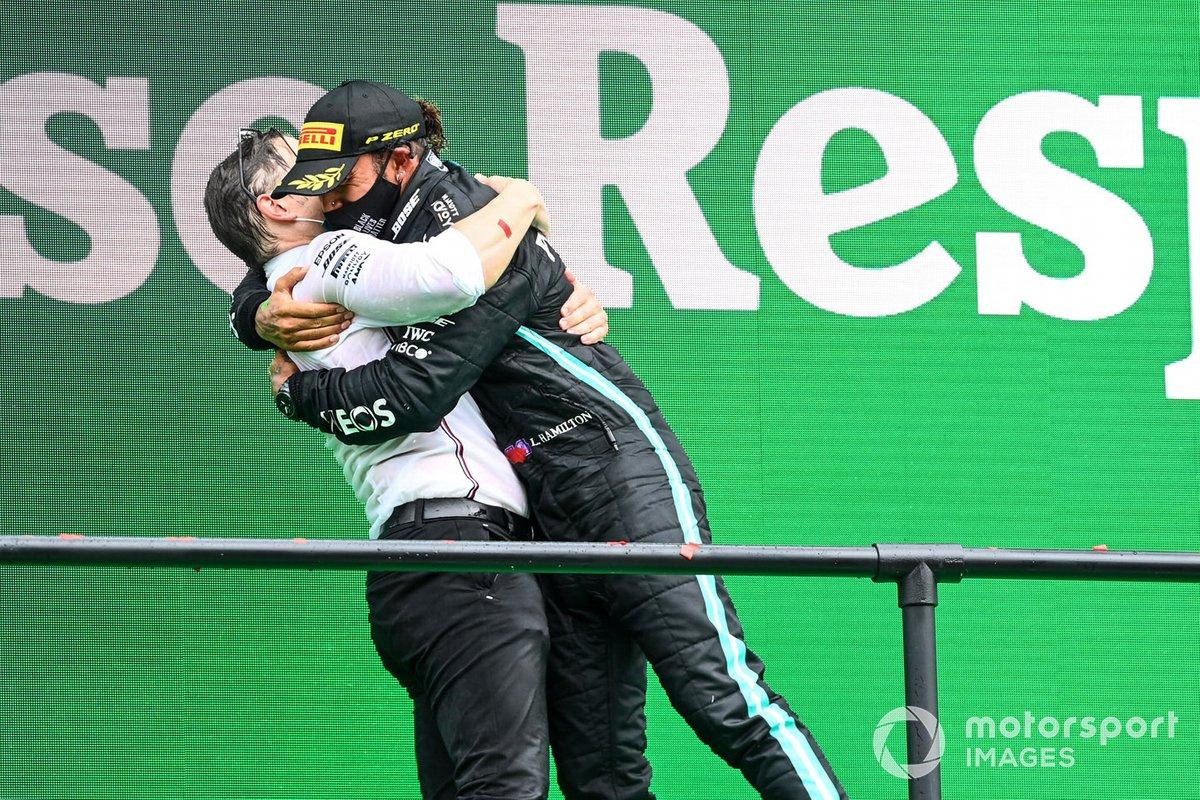 Podio: Peter Bonnington, ingeniero de Mercedes AMG, ganador de la carrera Lewis Hamilton, Mercedes-AMG F1