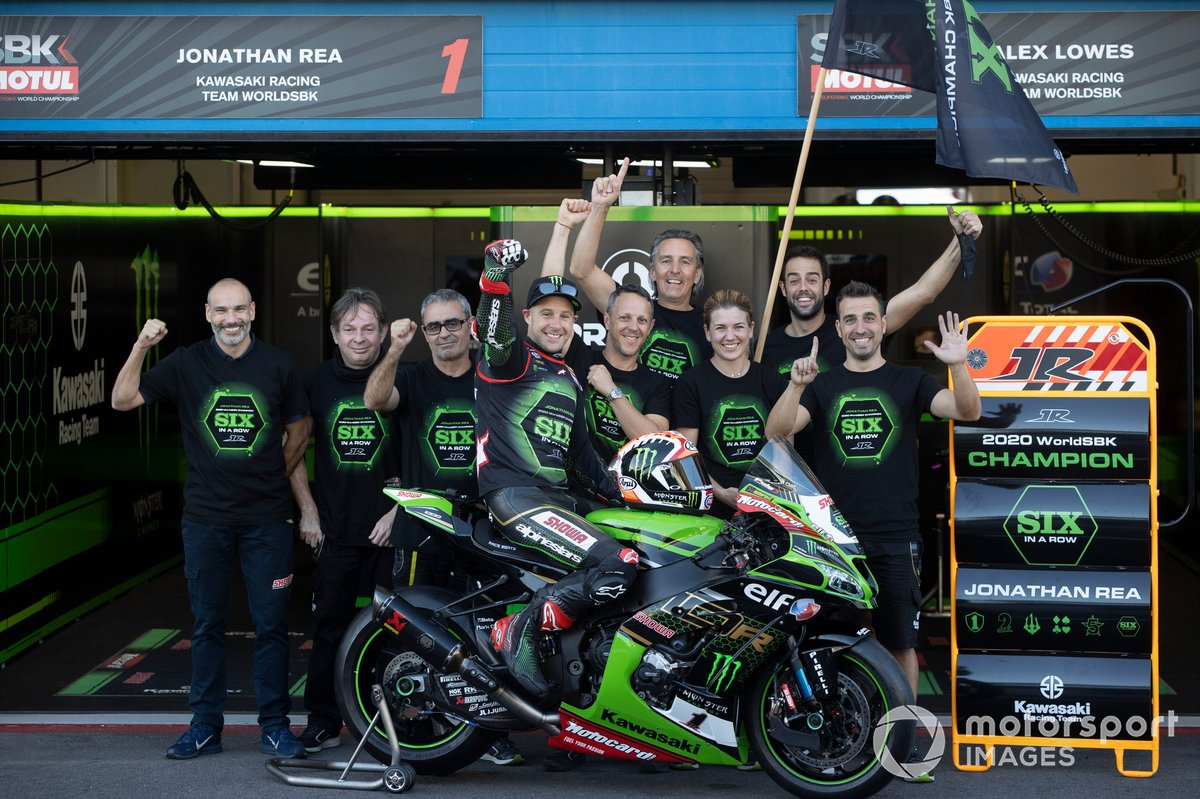 Jonathan Rea, del equipo Kawasaki Racing Team celebra su sexto Campeonato Mundial
