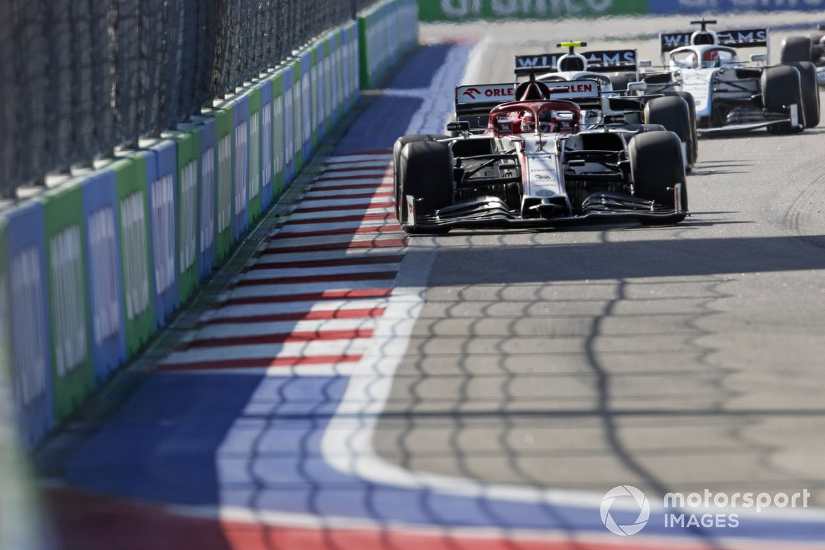 Kimi Raikkonen, Alfa Romeo Racing C39, Nicholas Latifi, Williams FW43