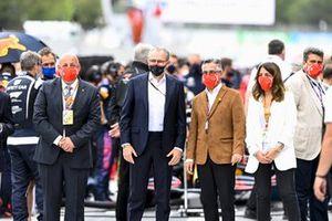 Stefano Domenicali, CEO, Formula 1, sulla griglia di partenza con VIP e dignitari