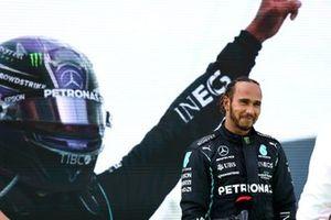 Льюис Хэмилтон, Mercedes, победитель гонки
