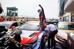 Race winner Gabriele Tarquini, BRC Hyundai N LUKOIL Squadra Corse Hyundai Elantra N TCR